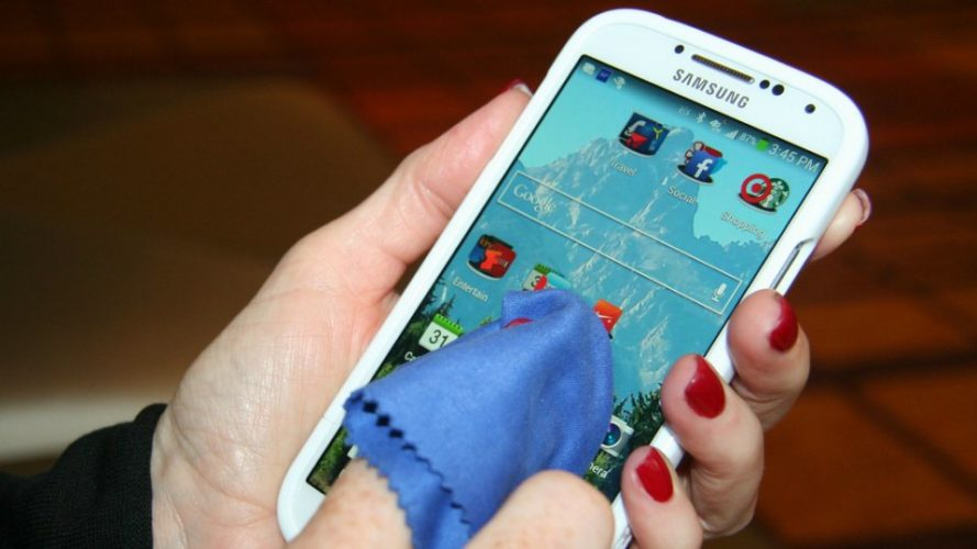 Smartphone Cleaning Tips – Do's and Don'ts